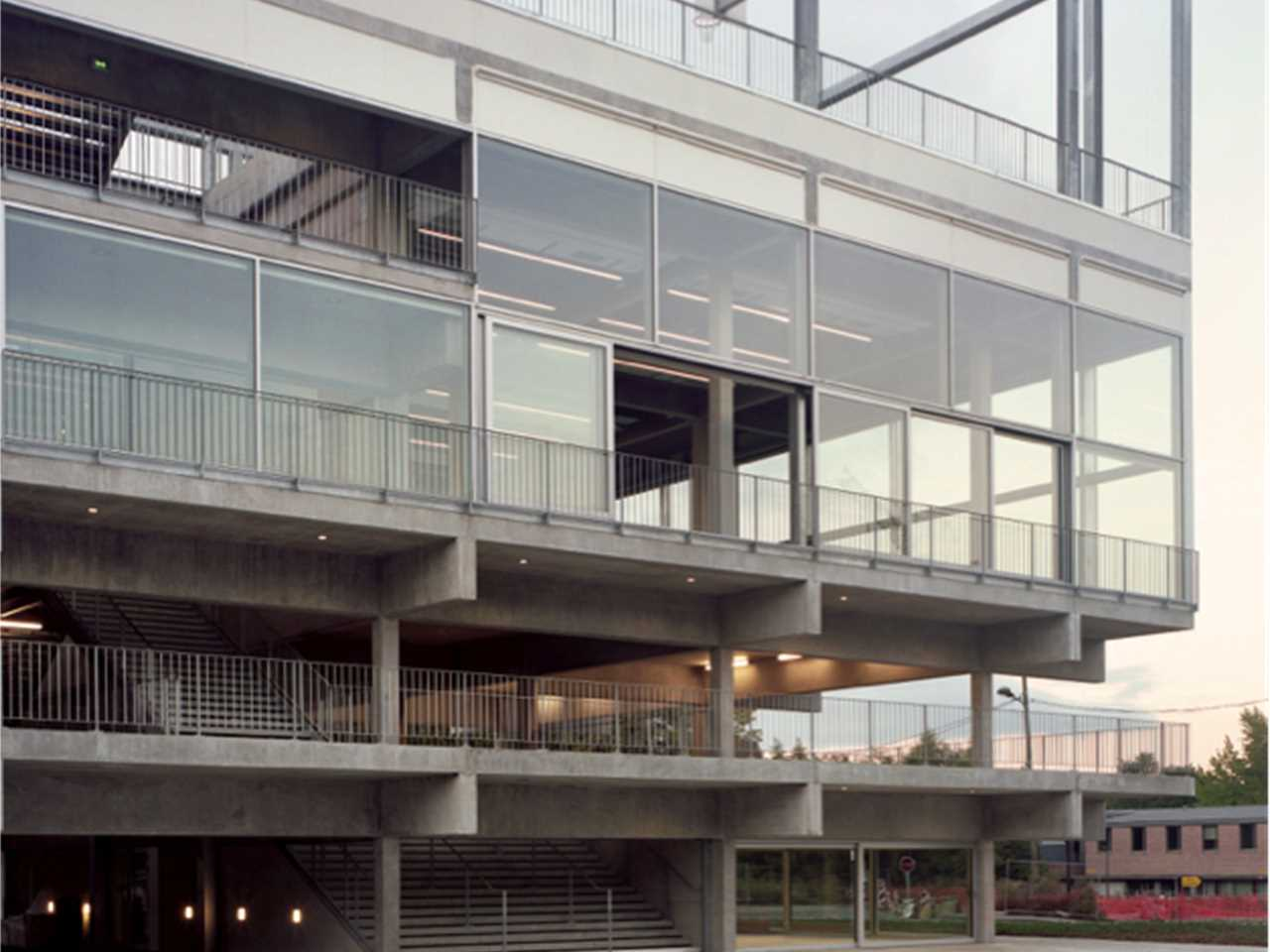 Public Condenser: Low-cost flexible university building, Paris, France