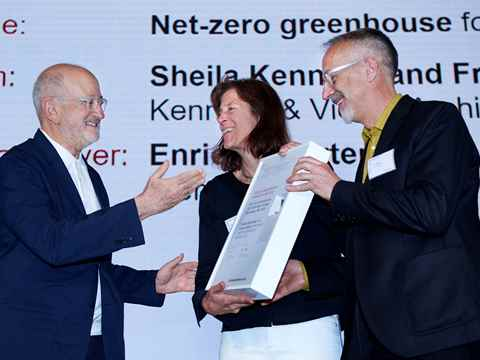 Presentation of the Global LafargeHolcim Awards finalist certificate (l-r): Enrique …