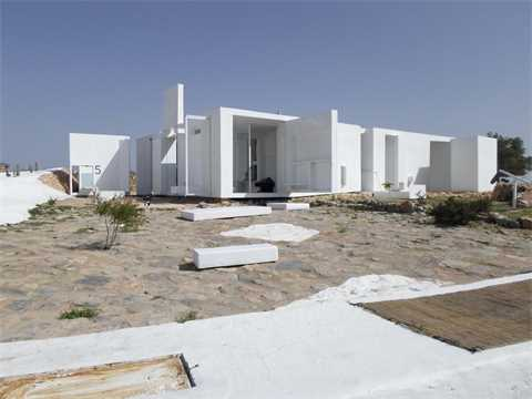 Ecological dwelling in a semi-desert zone