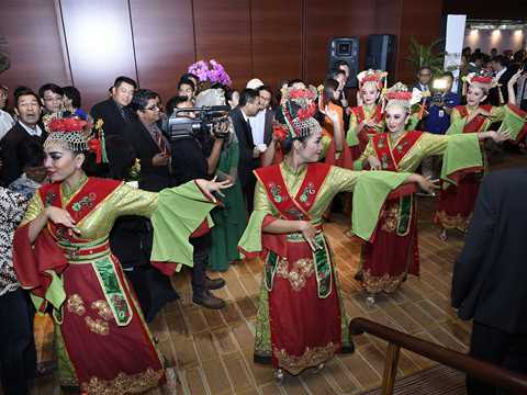 108_HA14_APAC_mood_traditional_dance_to_usher_guests_in.jpg