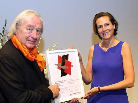Steven Holl receives Awards certificate for Malawi project