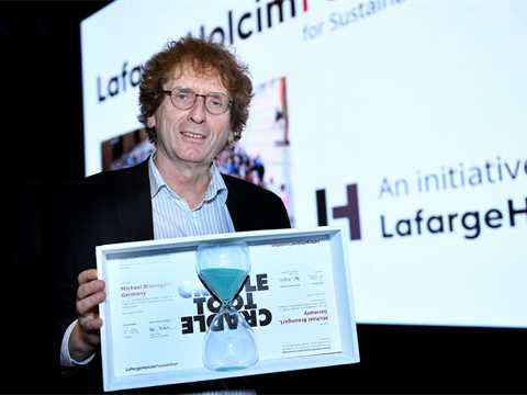 Michael Braungart receives Catalyst Award for Sustainable Construction at LafargeHolcim Forum
