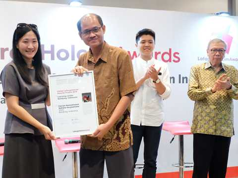 "Global Awards finalist 2018 certificate handover for ""Microlibrary"" in Indonesia"